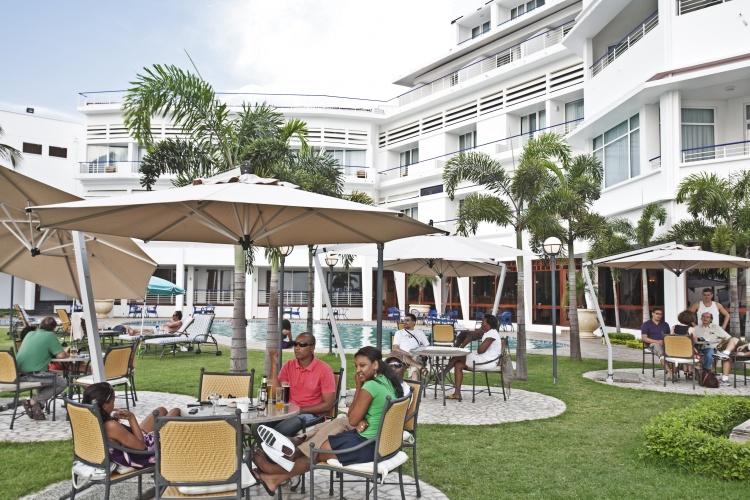 Hotel Cardoso - pool terrace