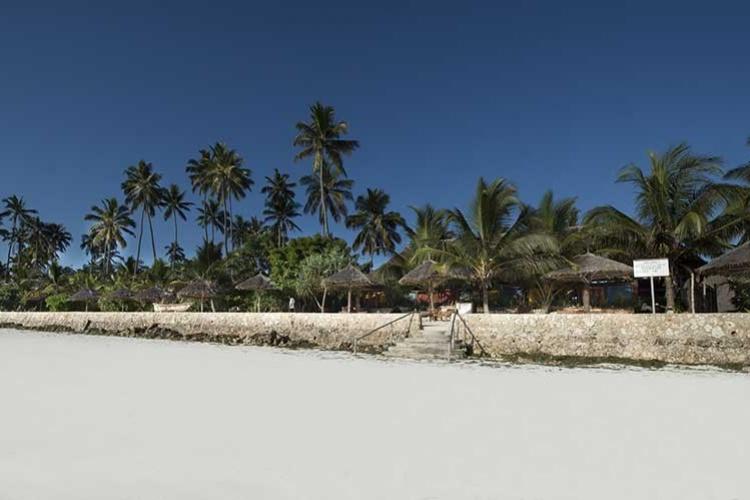 Uroa Bay Beach Resort ._
