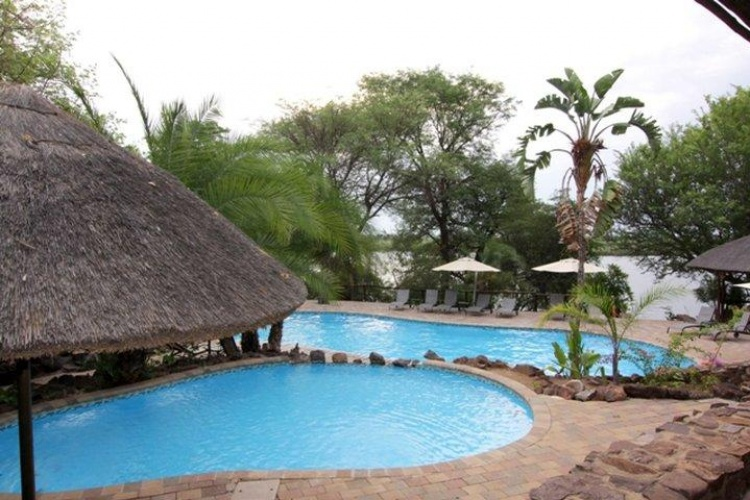 swimming-pool cresta mowana safari