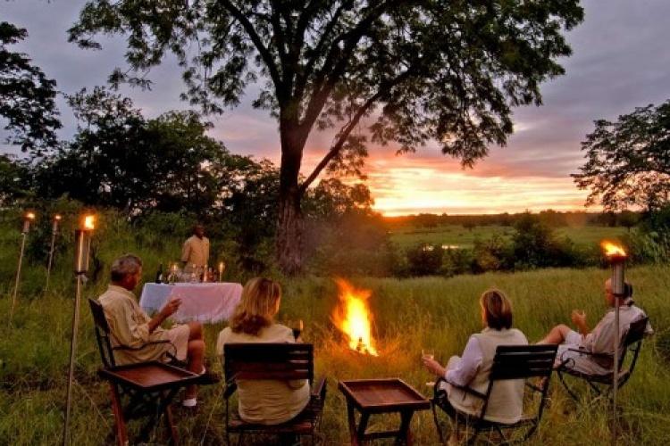 Sanctuary-Puku-Ridge-Camp-Bush-Sundowners-750x335