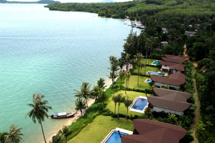 The Village - Coconut Island - Beach Front