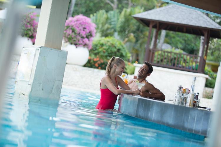 Holiday Inn Baruna - Pool Bar