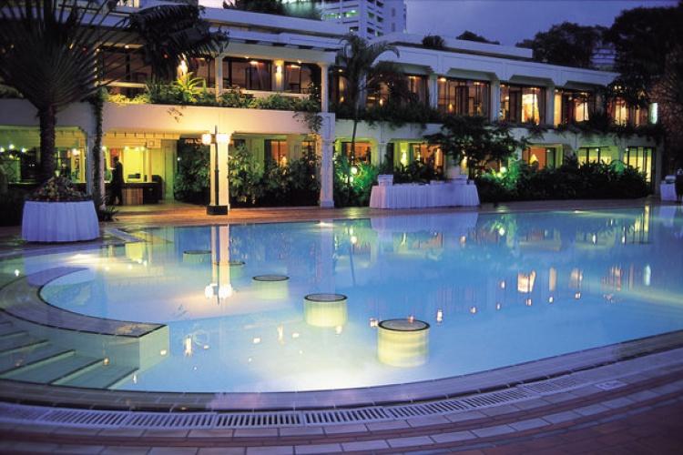 Serena Nairobi - Pool by Night