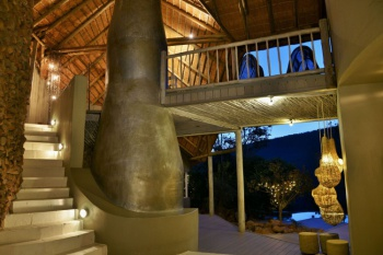 Clifftop Exclusive Safari Lodge. holiday package